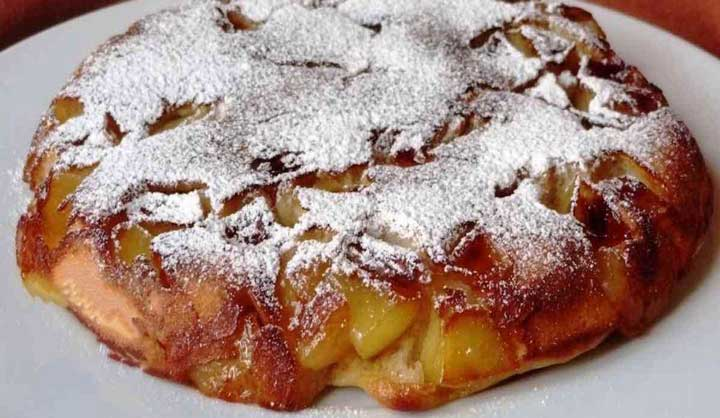 Gâteau à la poêle aux pommes pratique et savoureux