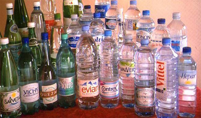 L'eau en bouteille contient plus de 24 000 produits chimiques, y compris des perturbateurs endocriniens